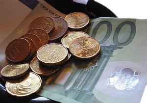 Geldschein und Münzen